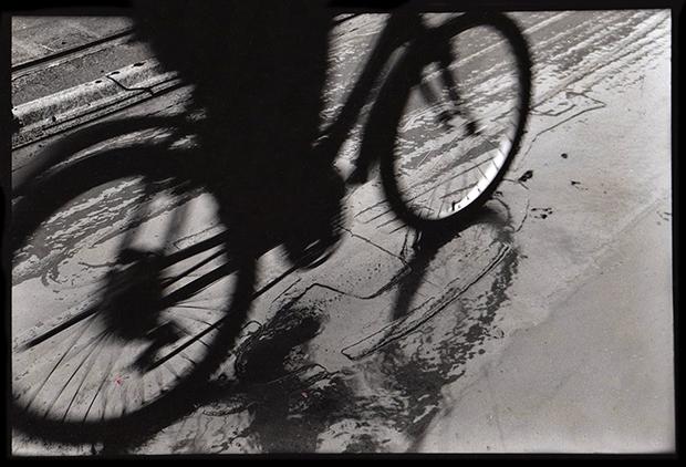 Figure 1 cyclist amsterdam 2002 35mm print
